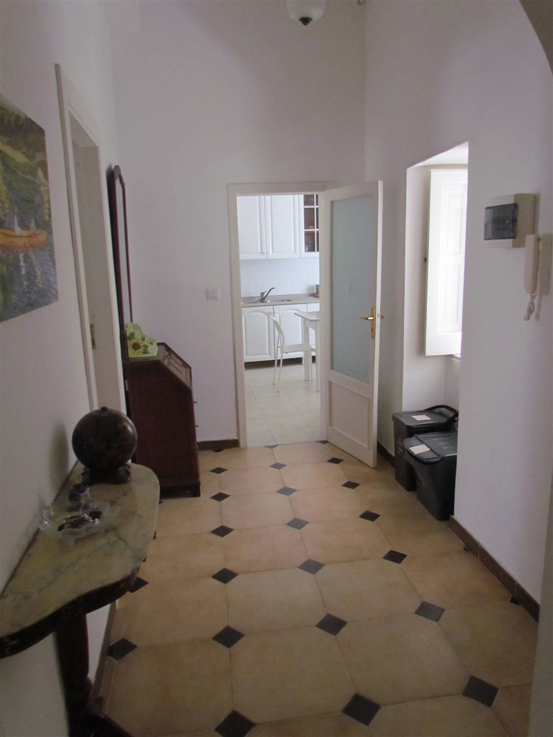 we have a 120 sqm apartment located on the first floor, consisting of entrance hall, living room, kitchen, bedroom, bathroom and closet. Furnished