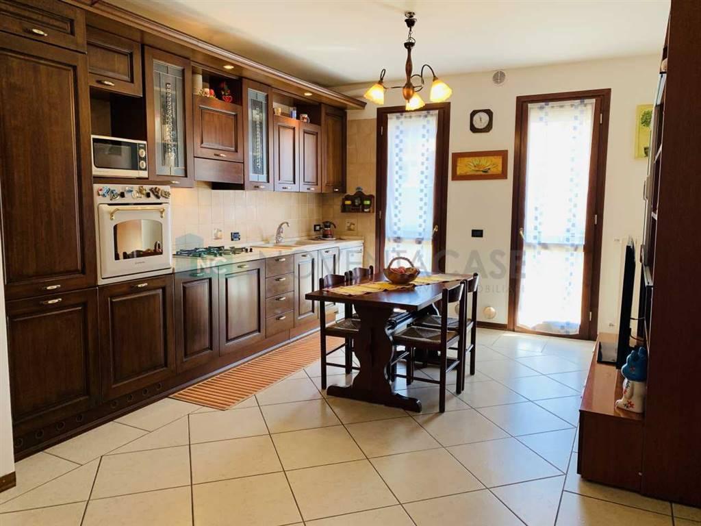 Appartamento in vendita a Stra, 4 locali, prezzo € 125.000 | CambioCasa.it