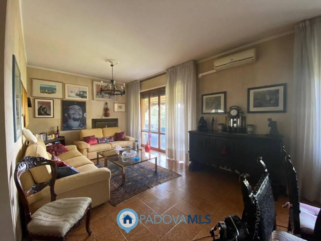 Appartamento in vendita a Padova, 5 locali, zona Est (Brenta-Venezia, Forcellini-Camin), prezzo € 175.000 | PortaleAgenzieImmobiliari.it