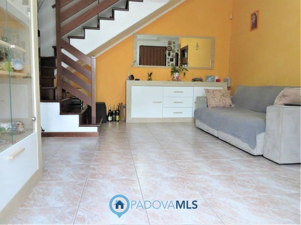 Appartamento in vendita a Due Carrare, 5 locali, prezzo € 130.000 | PortaleAgenzieImmobiliari.it