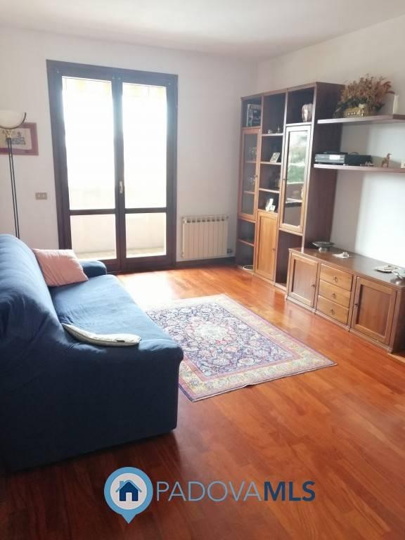 Appartamento in vendita a Ponte San Nicolò, 5 locali, prezzo € 135.000 | CambioCasa.it