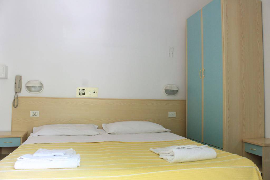 Albergo in vendita a Rimini, 25 locali, prezzo € 550.000 | CambioCasa.it