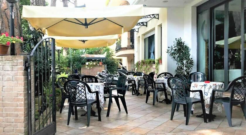 Albergo in vendita a Rimini, 38 locali, zona Zona: Marina Centro, prezzo € 800.000 | CambioCasa.it