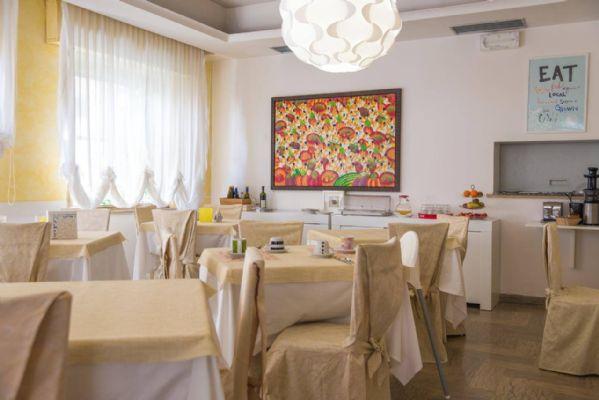Albergo in vendita a Rimini, 25 locali, prezzo € 750.000 | CambioCasa.it