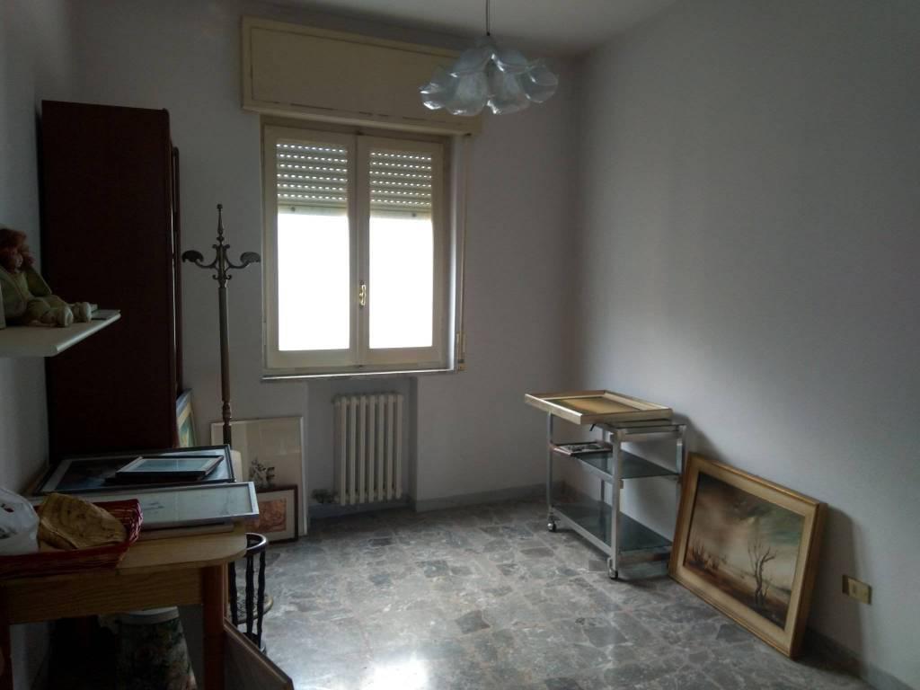 Appartamento in vendita a Brindisi, 5 locali, zona Zona: Commenda, prezzo € 82.000 | CambioCasa.it