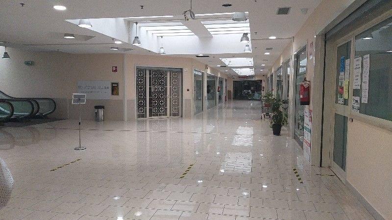 Locale Commerciale di 40 mq disposto al primo piano del Centro Commerciale I Mulini. L'immobile si compone di un'entrata ed è collegato al pian