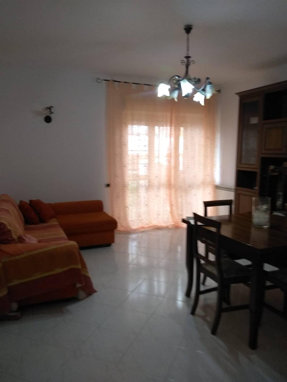 RIBASSO!!!! La Servizi Immobiliare CV propone in vendita nella zona periferica della città, un trilocale di 90 metri quadrati circa, in una palazzina a cortina. L'immobile al primo piano con