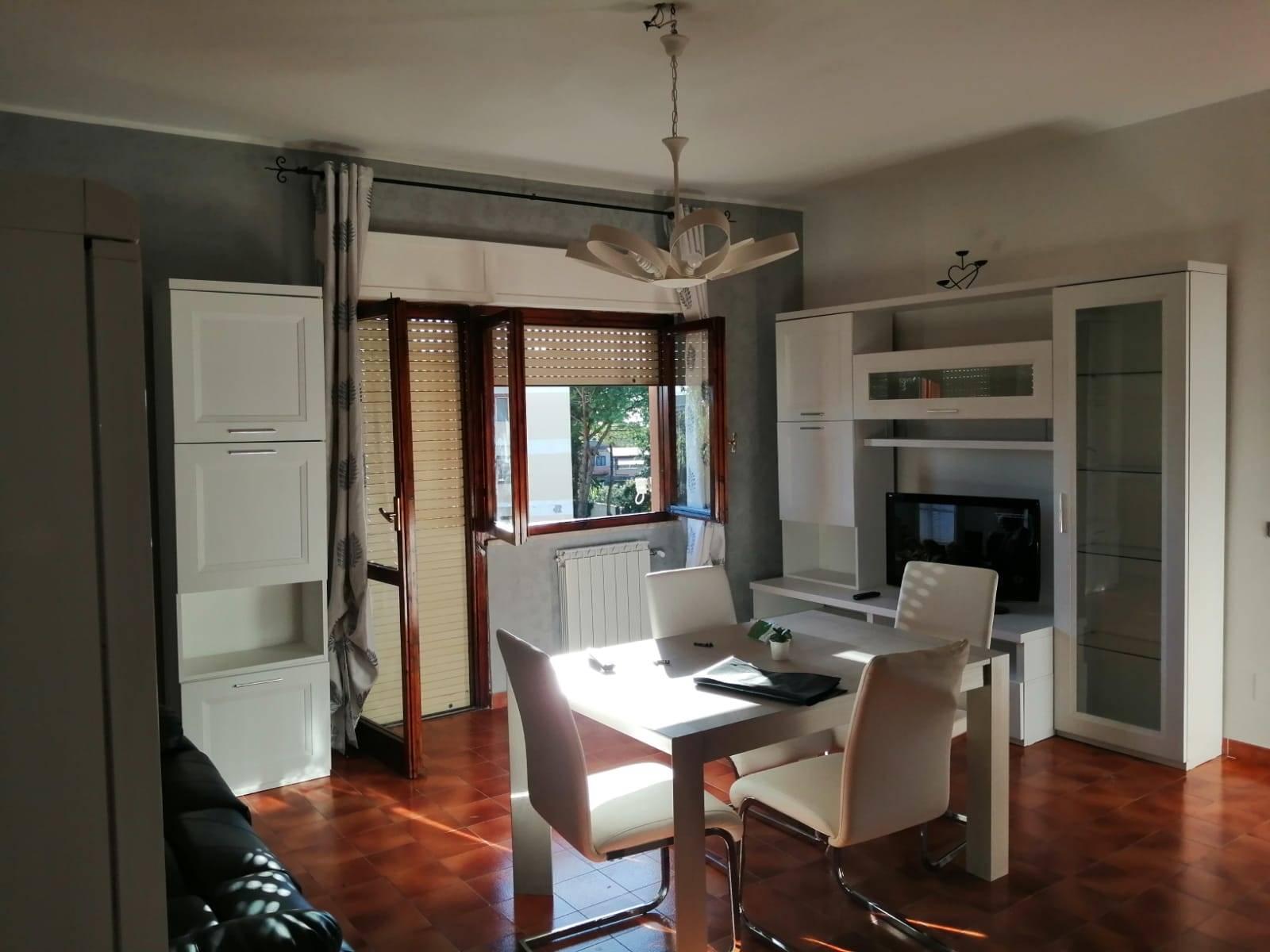 Appartamento Bilocale Arredato collocato all'interno di un complesso residenziale in zona Boccelle. L'abitazione disposta su un unico livello si