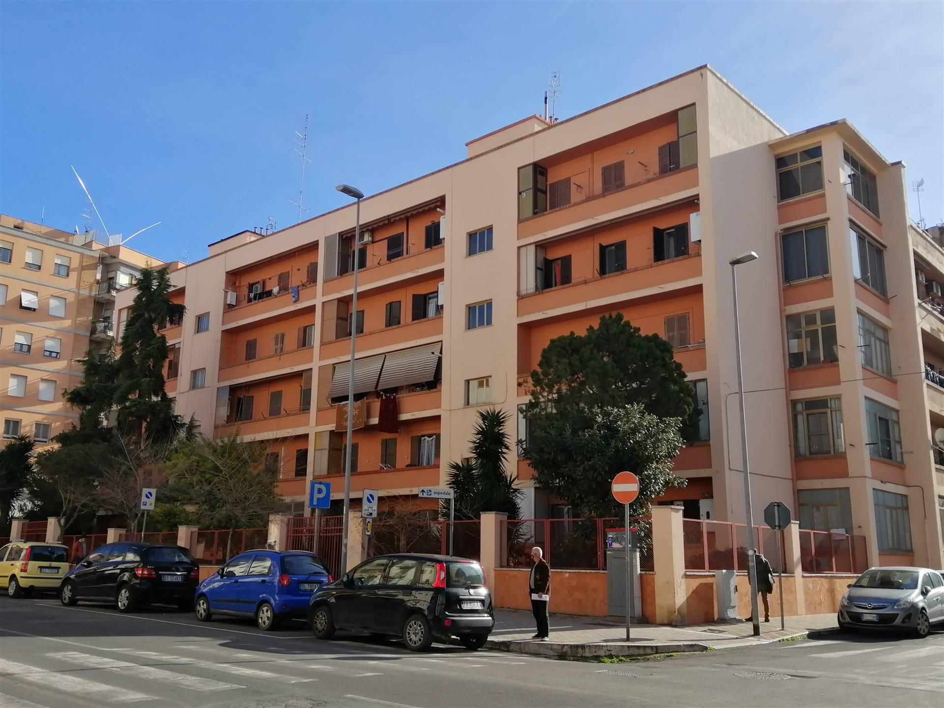 La Servizi Immobiliare CV propone in vendita in una delle vie principali della città, un trilocale di 90 metri quadrati circa posto al terzo piano