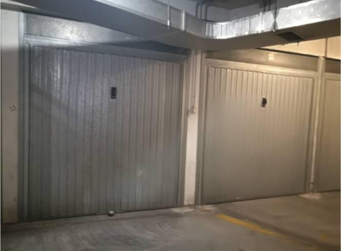 Garage in Vendita. Gli immobili di diverse metrature che vanno dai 18 mq ai 50 mq e alti mt 4, sono collocati in zona centralissima, vicino alla