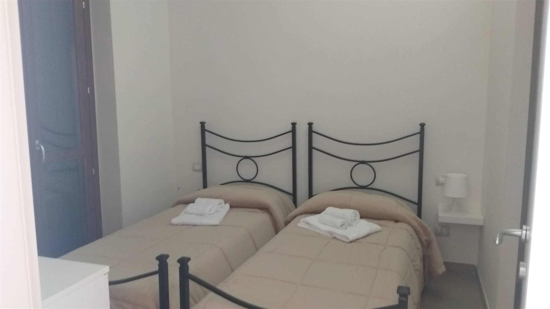 Appartamento Bilocale in Vendita. L'immobile è situato vicino ai principali servizi di interesse della cittadina di Tolfa. L'abitazione si colloca al