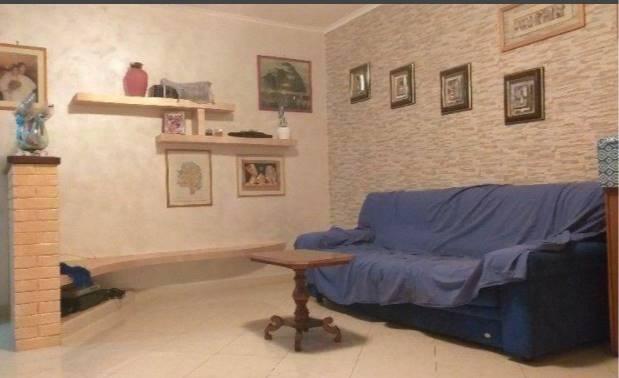 Appartamento quadrilocale per le Vacanze . L'abitazione si trova a pochi passi dal Porto di Rive di traiano vicino al mare e a pochi minuti dal centro della città e quindi vicino ai principali