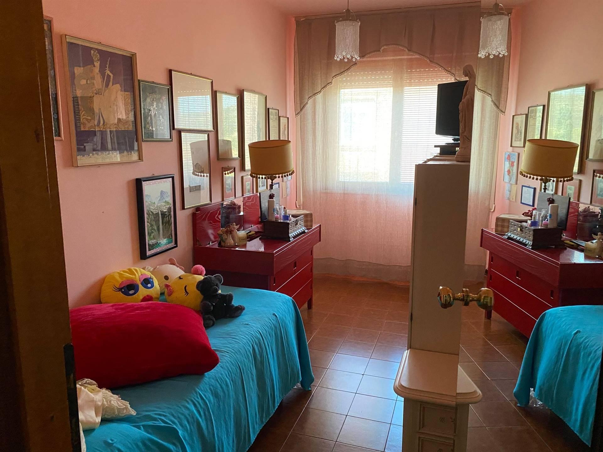 Appartamento Pentalocale di 100 mq collocato in zona semicentrale, in zona tranquilla, non lontana dal centro e comunque vicino ai principali servizi di interesse della città di Civitavecchia.