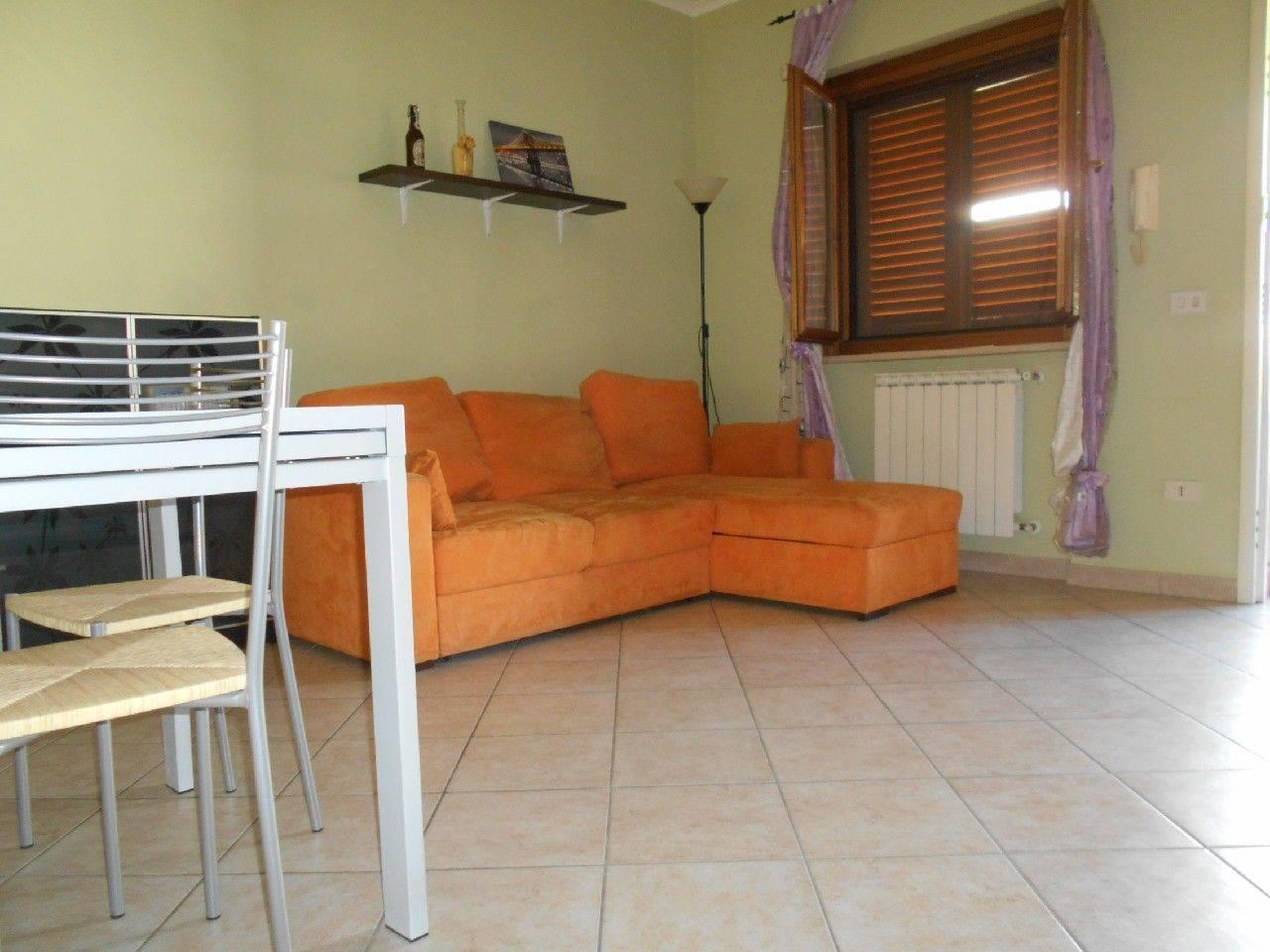 Grazioso appartamentino in soluzione indipendente su due livelli, ubicato in zona tranquilla e silenziosa a pochi minuti dal centro cittadino di
