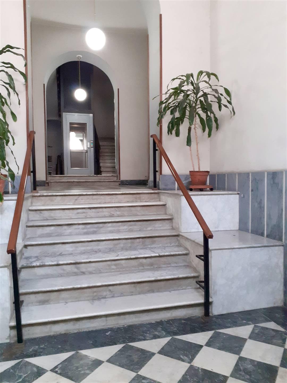 Appartamento bilocale in zona centralissima più precisamente sul corso principale della città vicino a tutti i principali servizi. L'appartamento è
