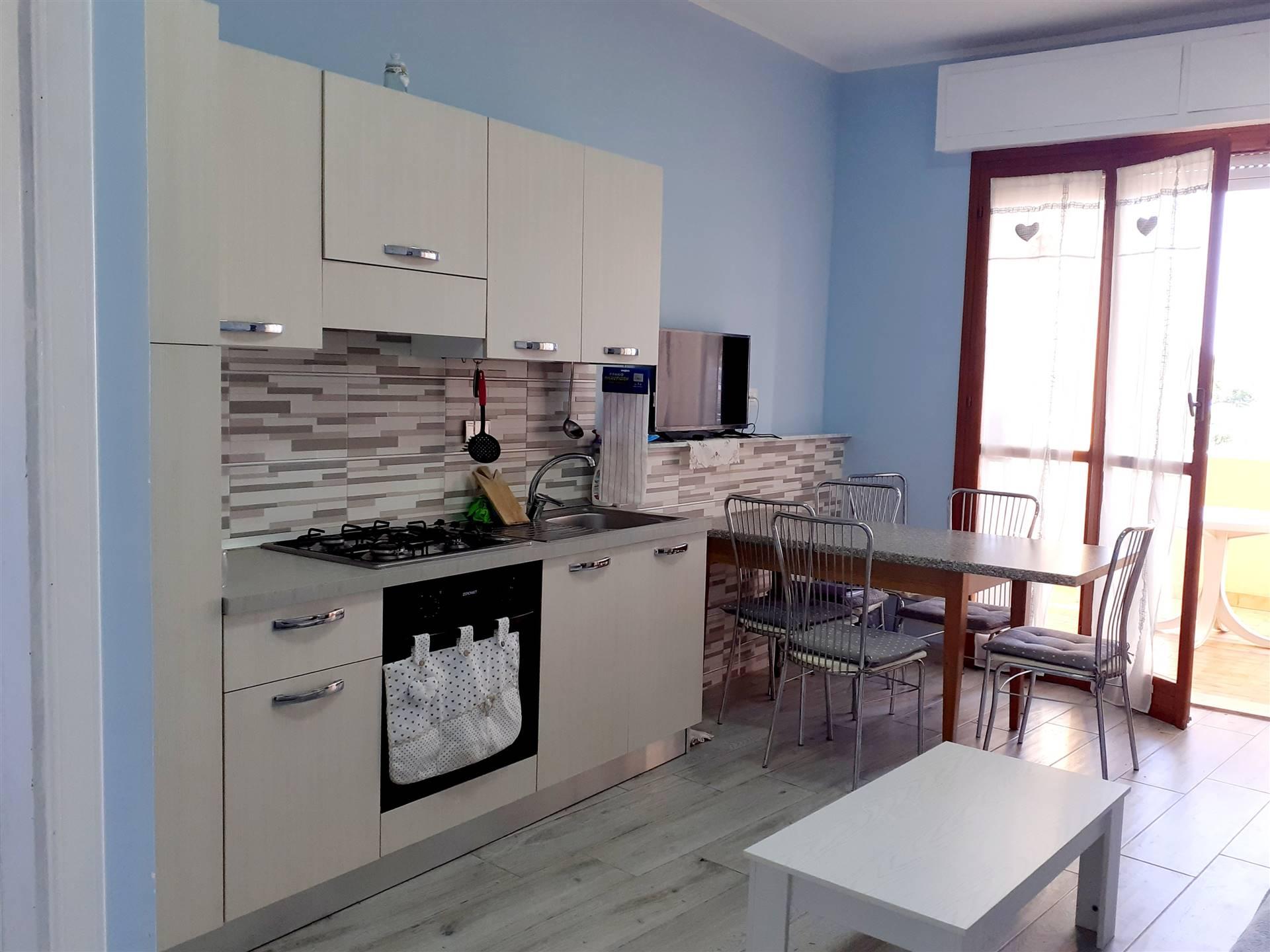 Appartamento trilocale in residence più precisamente in via Dei Tulipani 15 vicino alla via Aurelia, al mare e a tutti i principali servizi .