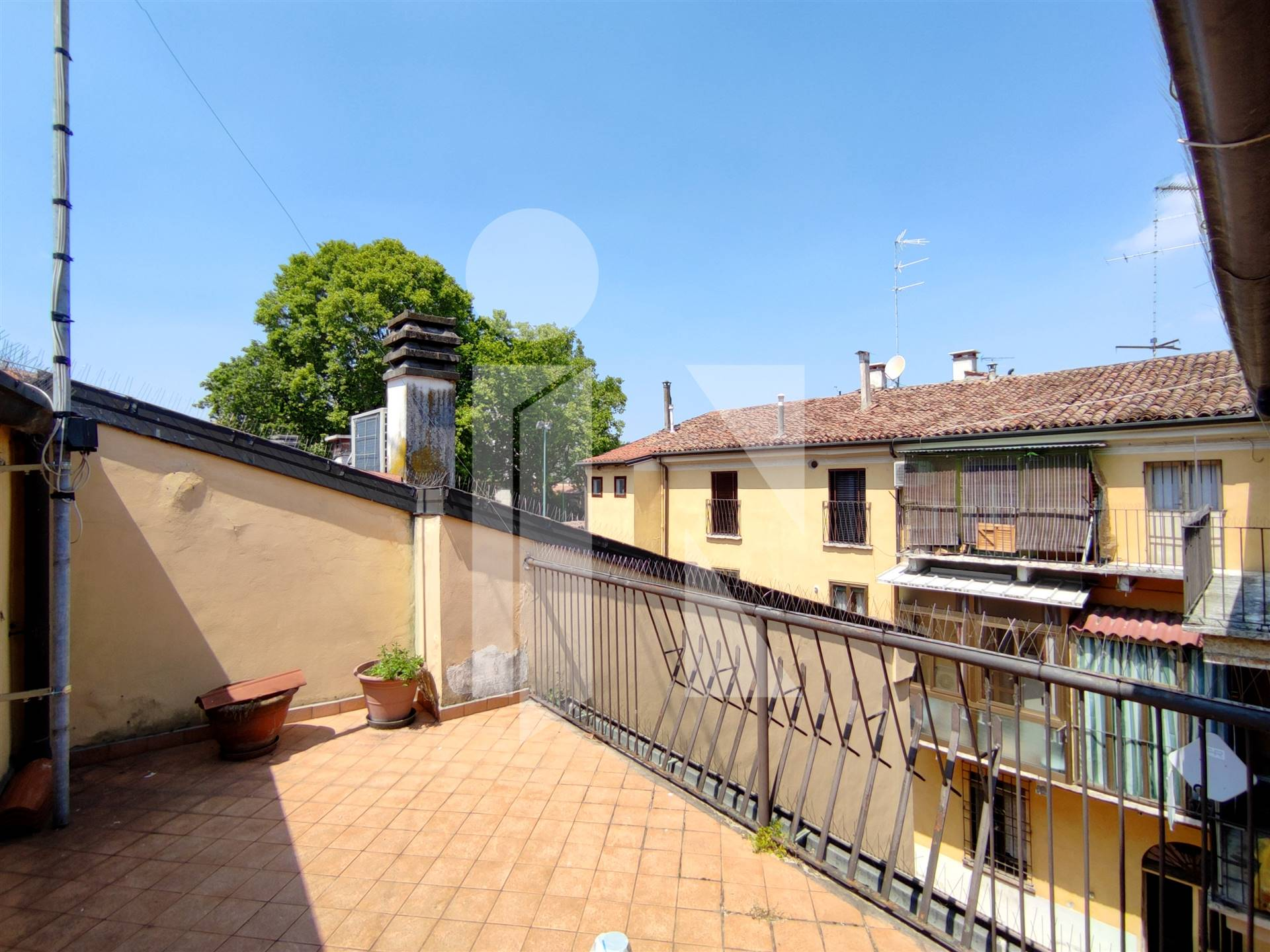 Appartamento con terrazzo da ristrutturare