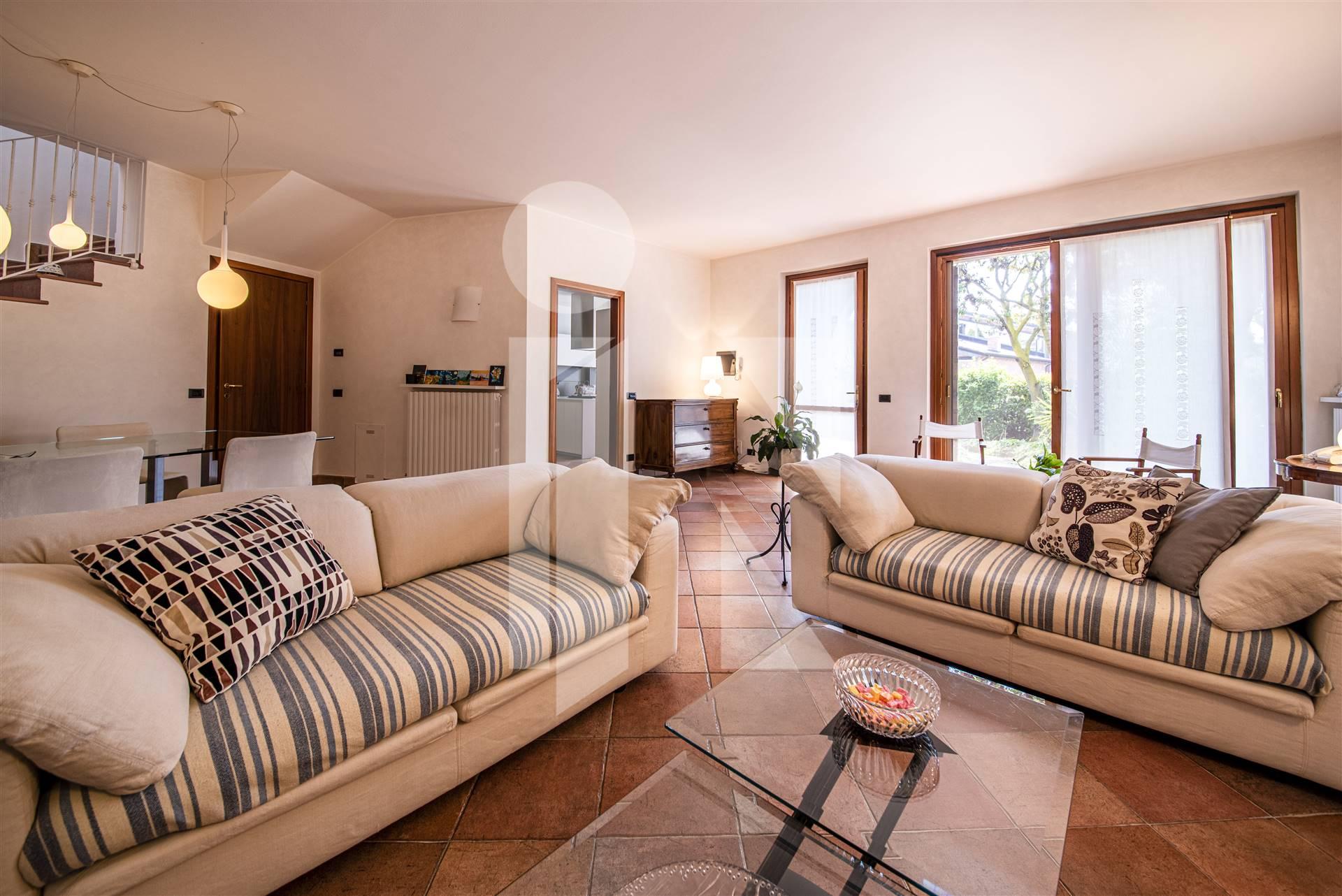 Elegante villa con due unità abitative indipendenti