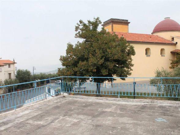 TICCIANO, VICO EQUENSE, Villa in vendita di 370 Mq, Abitabile, Classe energetica: G, Epi: 0 kwh/m2 anno, posto al piano Terra su 3, composto da: 4