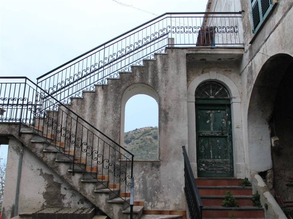 AROLA, VICO EQUENSE, Maison jumelée des vendre de 80 Mq, À restauré, Classe Énergétique: G, Epi: 0 kwh/m2 l'année, par terre 2°, composé par: 2