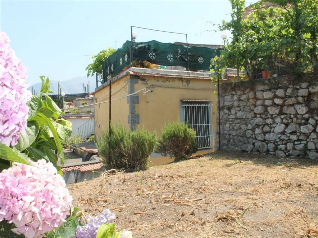 MONTECHIARO FORNACELLE, VICO EQUENSE, Farmhouse for sale of 50 Sq. mt., Be restored, Energetic class: G, Epi: 0 kwh/m2 year, placed at Raised,