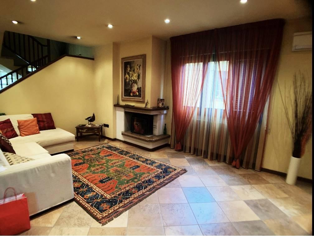 MONTECATINI TERME, Villa in vendita di 240 Mq, Ottime condizioni, Riscaldamento Autonomo, Classe energetica: F, Epi: 148,2 kwh/m2 anno, composto da: