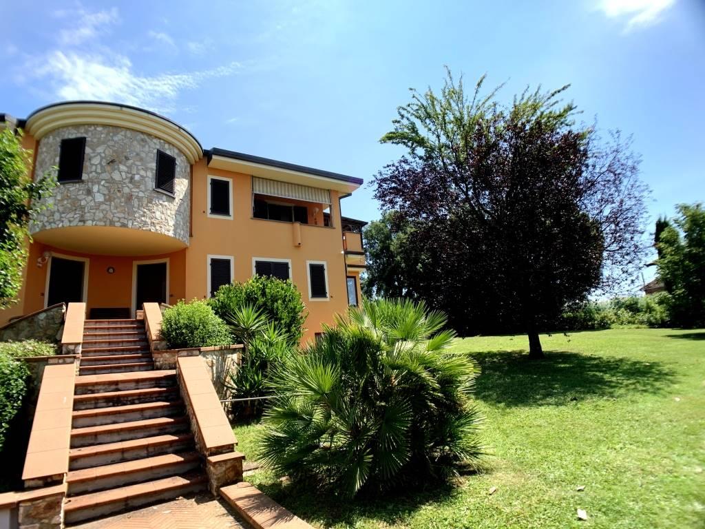 UZZANO, Villa in vendita di 450 Mq, Ottime condizioni, Riscaldamento Autonomo, Classe energetica: G, Epi: 175,5 kwh/m2 anno, posto al piano Rialzato