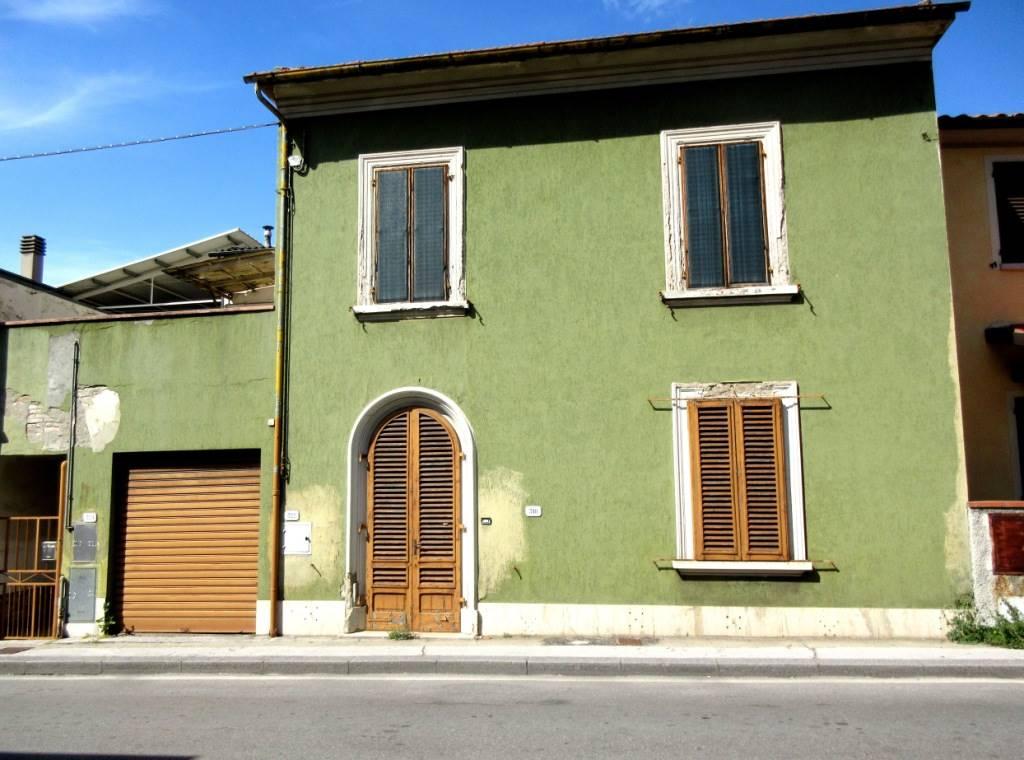MONSUMMANO TERME, Casa singola in vendita di 270 Mq, Da ristrutturare, Riscaldamento Autonomo, Classe energetica: G, Epi: 289,5 kwh/m2 anno, posto al