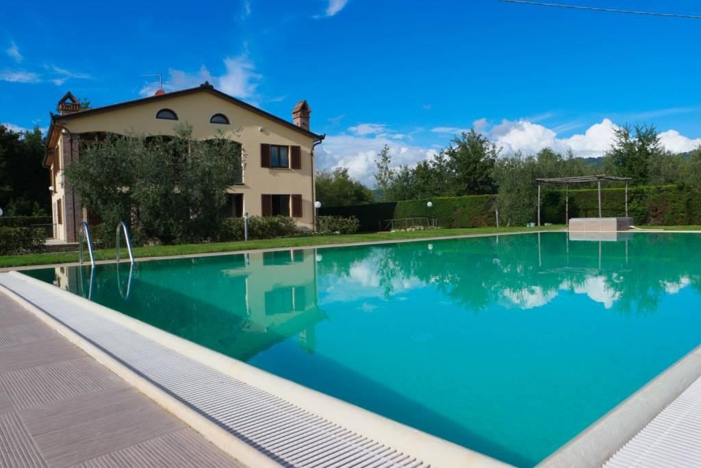 LAMPORECCHIO, Villa in vendita di 600 Mq, Ottime condizioni, Riscaldamento Autonomo, Classe energetica: F, Epi: 183,5 kwh/m2 anno, posto al piano