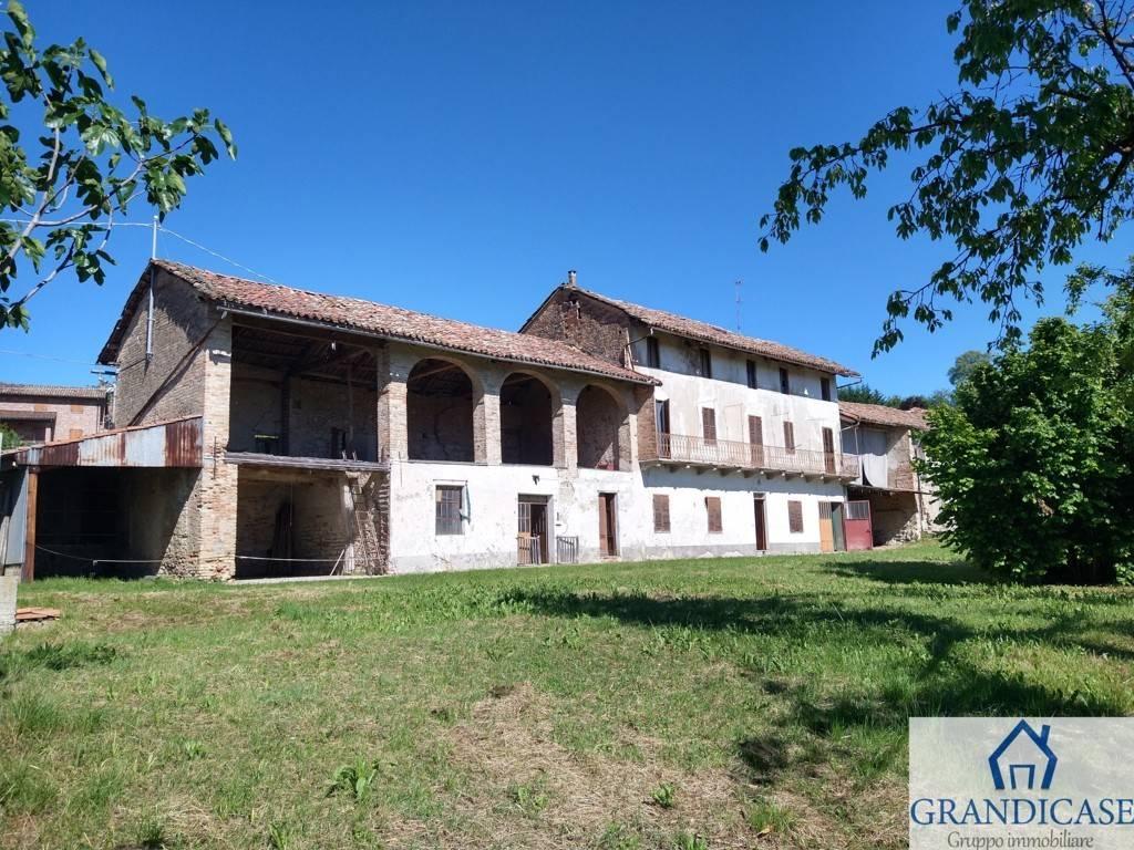 Appartamento in vendita a Cocconato, 8 locali, zona o, prezzo € 128.000 | PortaleAgenzieImmobiliari.it