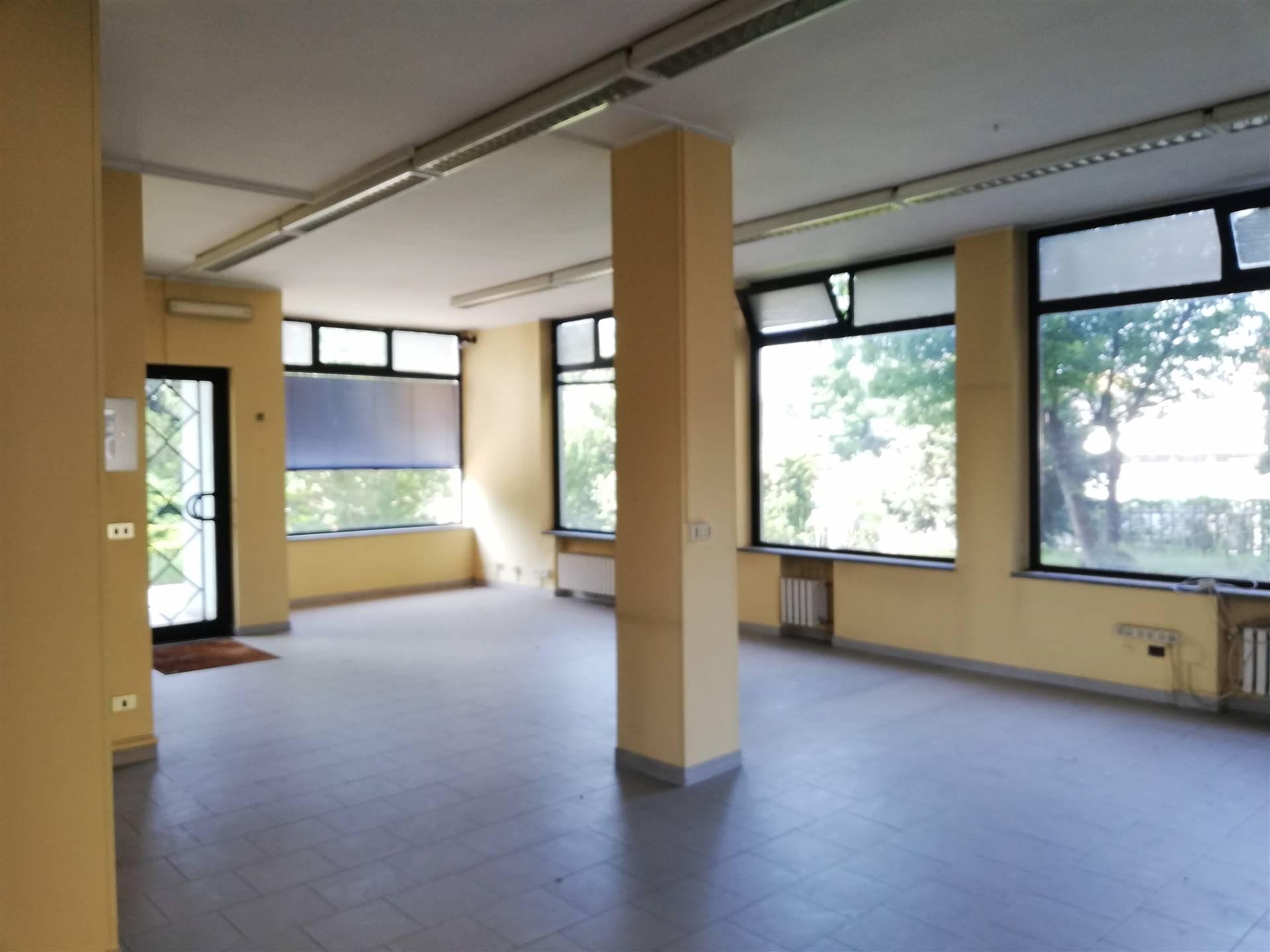 Ufficio / Studio in vendita a Chivasso, 6 locali, prezzo € 350.000   PortaleAgenzieImmobiliari.it