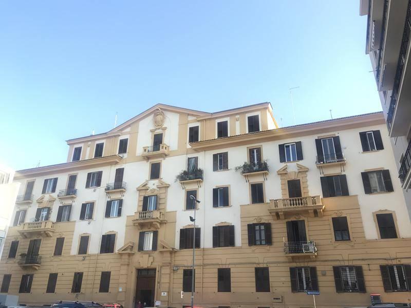 Bari - Carrassi - Via De Ruggiero/V.le Della Repubblica - Palazzo Teodora Massa In contesto con portierato e posto auto, proponiamo trivani di Mq 85 al secondo piano con ascensore, doppia esposizione,