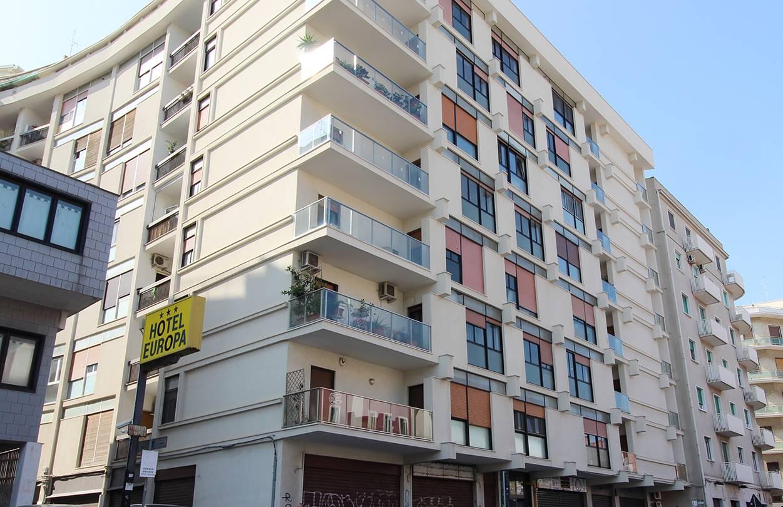 Bari - S. Pasquale - Via Oberdan/Via Amendola - Libero Trivani - In buon contesto abitativo, proponiamo un appartamento di Mq 90 con doppia