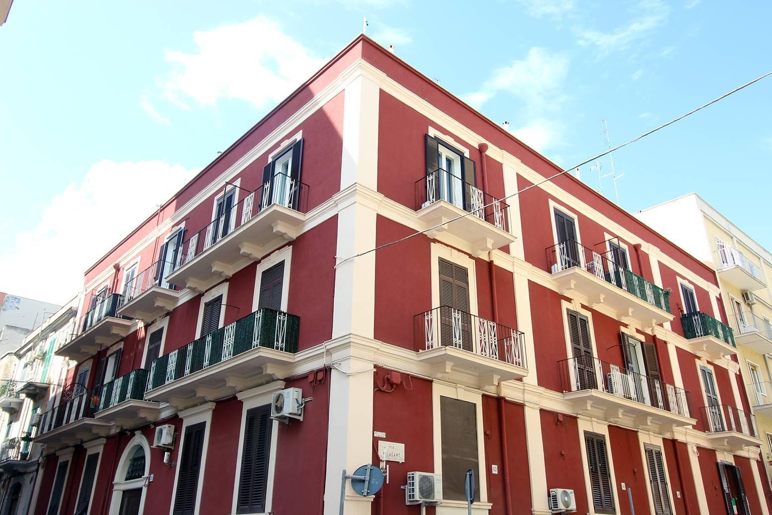 Bari - s. Pasquale - Via Castromediano - Bivani Ristrutturato - In buon contesto abitativo, proponiamo in vendita bivani con doppia esposizione di Mq 55 completamente e finemente ristrutturato. La
