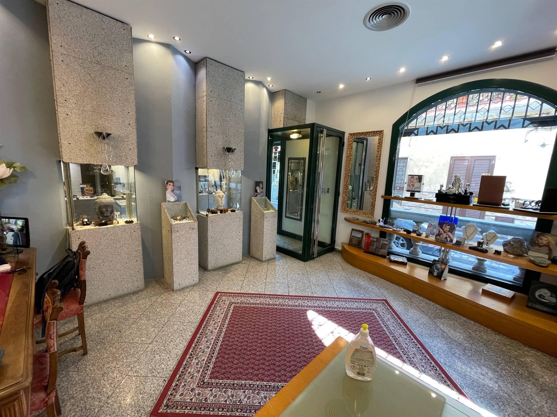 Negozio / Locale in affitto a Aci Castello, 9999 locali, zona Zona: Acitrezza, prezzo € 1.500 | CambioCasa.it