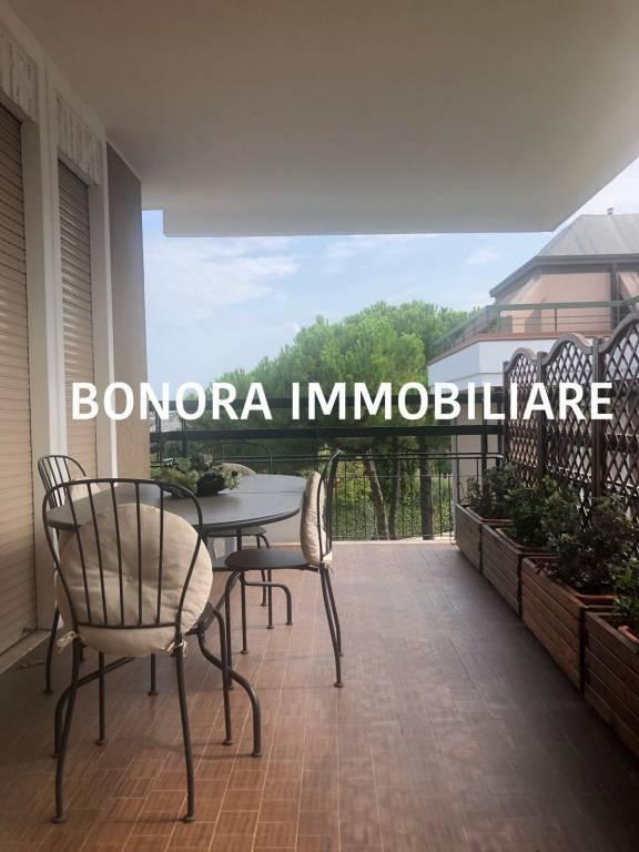 Attico / Mansarda in affitto a Desenzano del Garda, 2 locali, zona Zona: centri: Desenzano del Garda, prezzo € 1.000 | CambioCasa.it