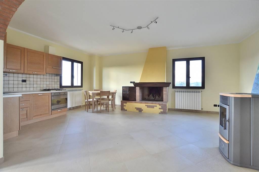 Casciano di Murlo, in piacevole contesto residenziale, proponiamo appartamento posto al piano primo di una piccola palazzina di recente costruzione