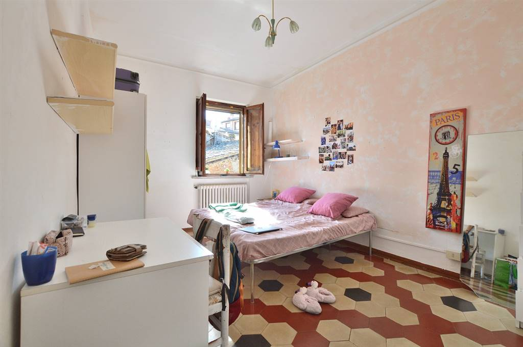 CENTRO - CONTRADA NICCHIO, SIENA, Apartment for sale of 89 Sq. mt., Good condition, Heating Individual heating system, Energetic class: F, Epi: 118,9 kwh/m2 year, placed at 3° on 3, composed by: 6