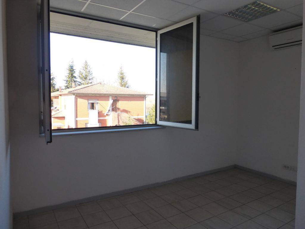 MONTERONI D'ARBIA, Office for rent of 56 Sq. mt., Habitable, Heating Individual heating system, Energetic class: D, Epi: 510,3 kwh/m3 year, placed at