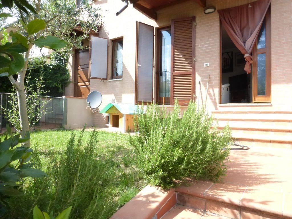 Monteroni d'Arbia, in località Ponte a Tressa vendesi appartamento di recente costruzione (2006) posto al piano terra rialzato composto da ingresso,