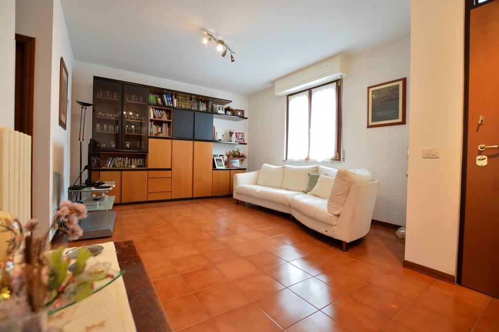 In localita Ponte a Tressa vendesi bel terratetto con ingresso indipendente così composto: al piano terra, soggiorno, cucina con antistante sala pranzo dalla quale si accede al terrrazzo ed al resede
