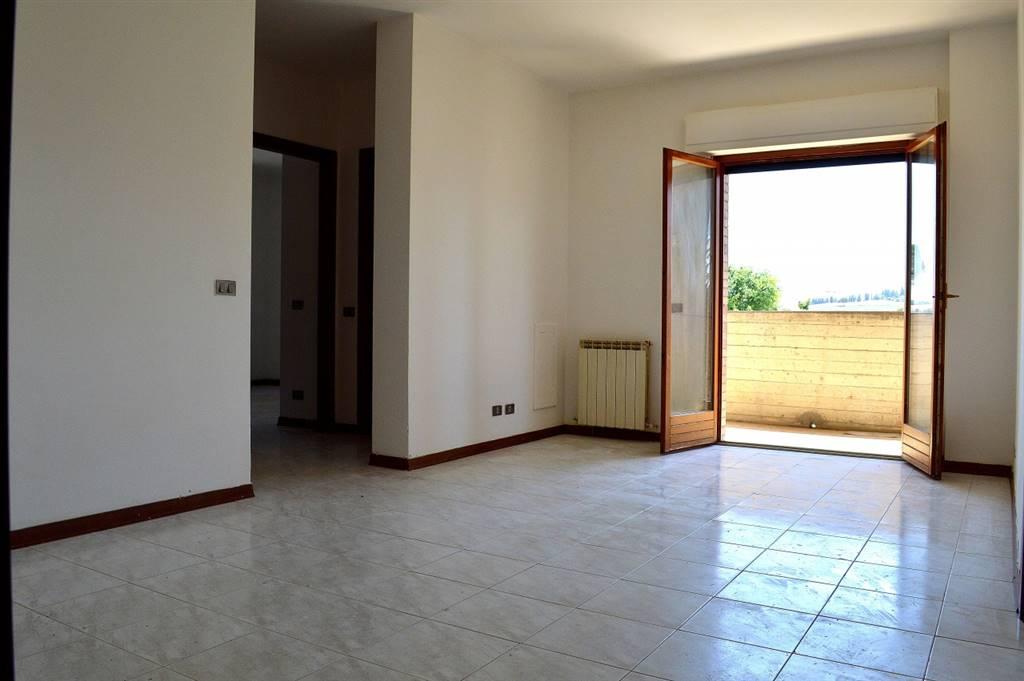 Appartamento luminoso posto al piano primo composto da ingresso, soggiorno, cucina abitabile, terrazzo panoramico di ca. 9 mq. con accesso sia dal soggiorno che dalla cucina, disimpegno, bagno di