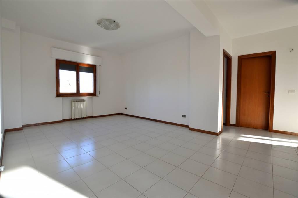 Ottimo appartamento di mq 87 ubicato in una piacevole zona residenziale e posto al secondo piano di una palazzina in mattoni faccia vista composta da soli 6 unità immobiliari. L'abitazione si compone