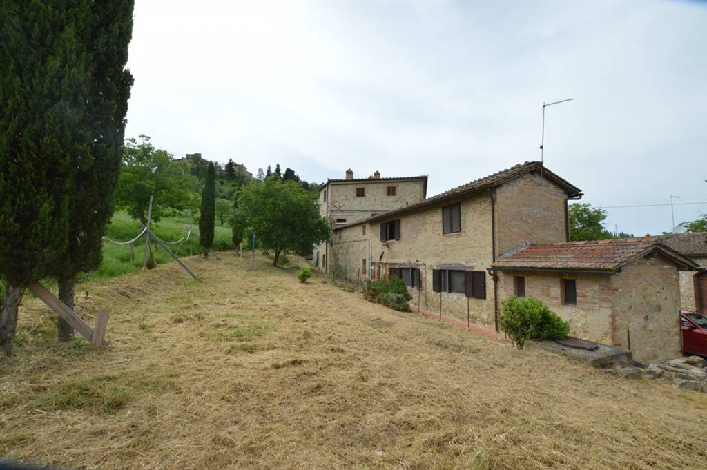 MONTELISCAI, SIENA, Apartment for sale of 94 Sq. mt., Good condition, Heating Individual heating system, Energetic class: G, Epi: 411,3 kwh/m2 year, placed at Ground on 2, composed by: 5 Rooms,