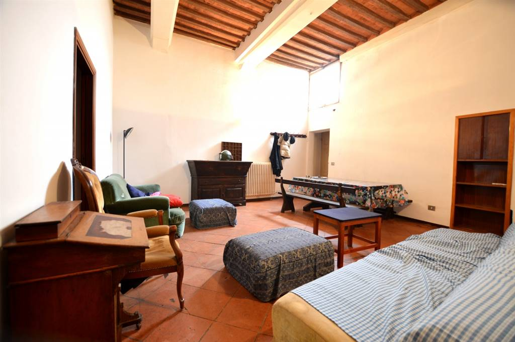 CENTRO - CONTRADA ISTRICE, SIENA, Apartment for sale of 105 Sq. mt., Good condition, Heating Individual heating system, Energetic class: E, Epi: 124 kwh/m2 year, placed at 2° on 3, composed by: 4