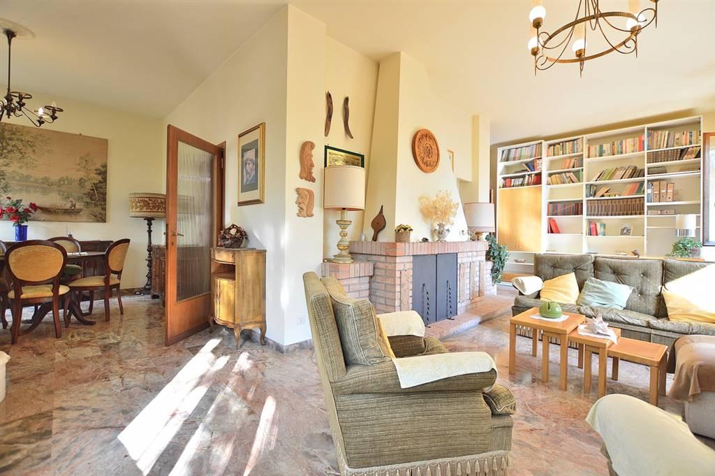 Santa Colomba, in splendido contesto residenziale a pochi km. da Siena e Monteriggioni, proponiamo villa indipendente di ca. 237 mq. commerciali