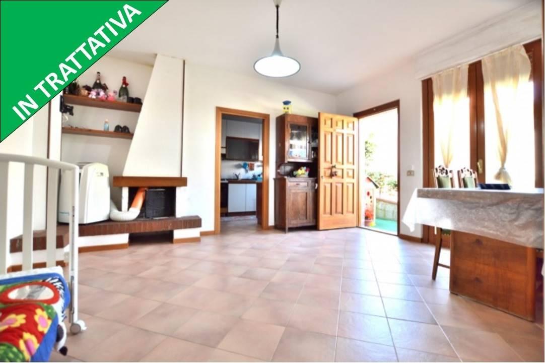Poggio di Tressa, in piacevole contesto residenziale, proponiamo appartamento posto al piano terra di una piccola palazzina in mattoni faccia vista cosi' composto: ingresso, ampio e luminoso