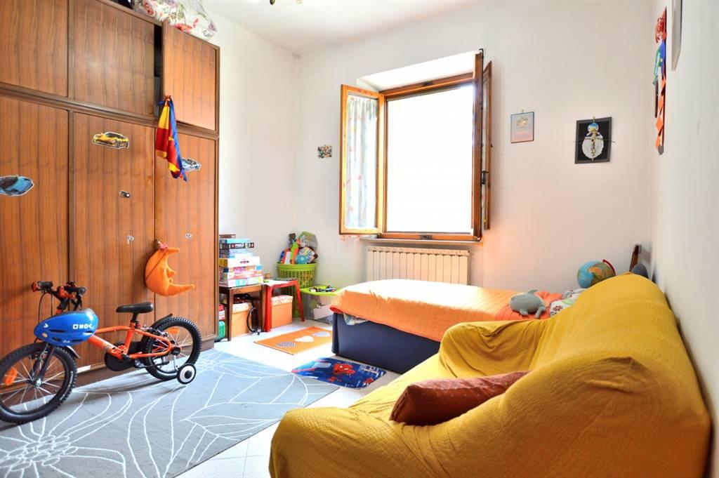 In Loc. Sant'andrea A Montecchio, in piacevole contesto residenziale, proponiamo appartamento al piano terra rialzato posto all'interno di una