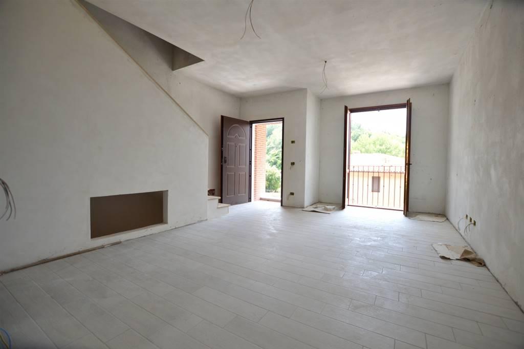 Appartamento terratetto di nuova costruzione con ingresso indipendente composto da soggiorno nel quale vi è la predisposizione della canna fumaria