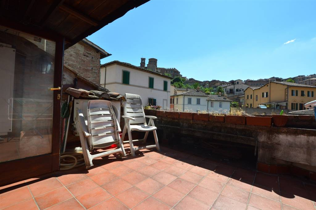 CENTRO STORICO, SIENA, Apartment for sale of 95 Sq. mt., Excellent Condition, Heating Individual heating system, Energetic class: D, Epi: 77,06 kwh/m2 year, placed at Ground on 2, composed by: 4